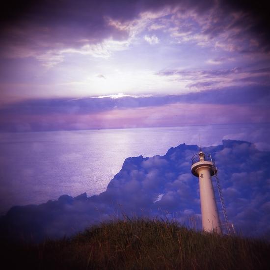 灯台と海と雲
