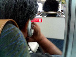 優先座席の携帯