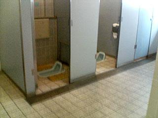 門真駅のトイレ