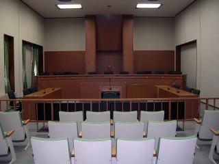 judge_005_01.jpg