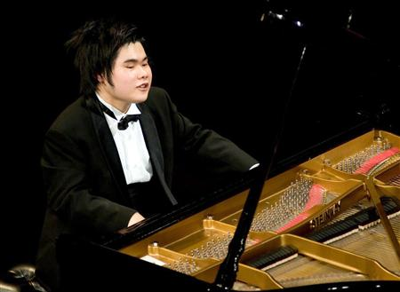 盲目のピアニスト、辻井伸行さん