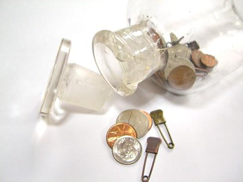 ガラス瓶の口にはひび割れが