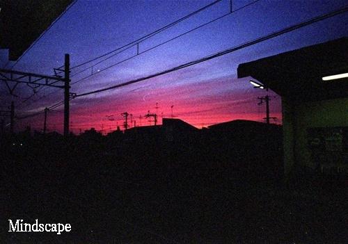 夕闇のプラットホーム