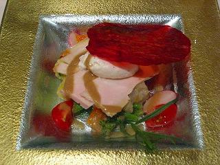 サラダ、地鶏のスモークのせ・・・