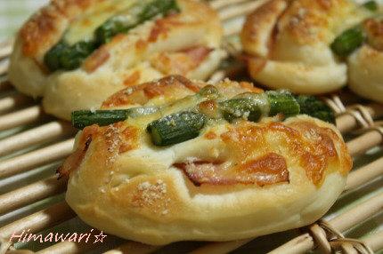アスパラチーズパン