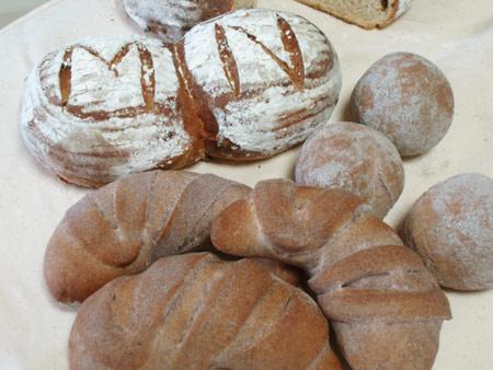 コンパニオンともち黒米パン