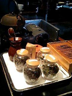 龍天門 お茶のワゴン