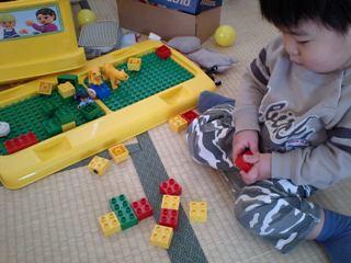 LEGOで遊ぶ