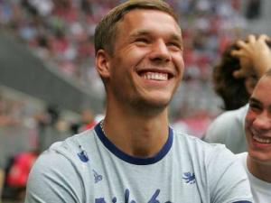 poldi-lachen-9480727-quer,templateId=renderScaled,property=Bild,height=225