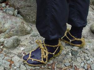 地下足袋に草鞋も有効