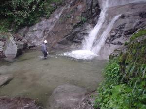 唐沢の滝へダイブ1