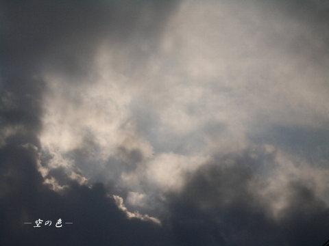 朝の雲と光。