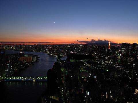 聖路加タワー夕景