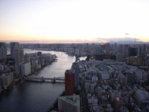 聖路加タワー夕景2