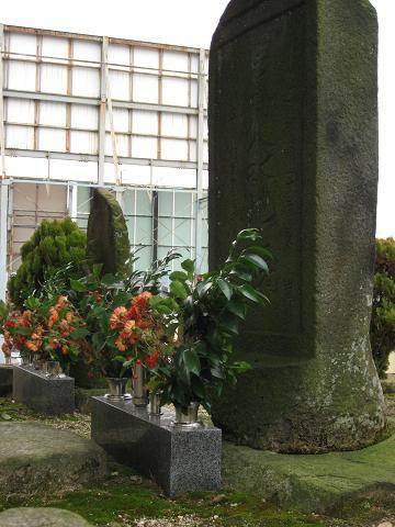 嵐讃岐の供養碑