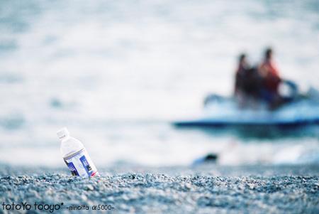 海とペットボトル