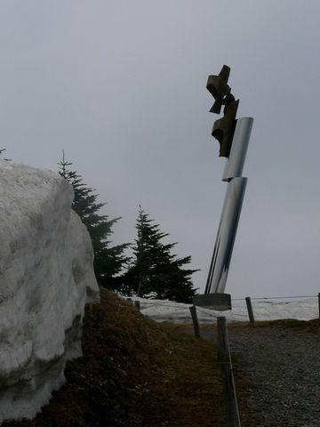 雪が残る美ヶ原高原美術館