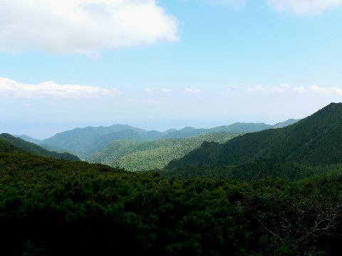 知床峠から国後島を望む