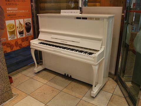 沖縄三越のピアノ