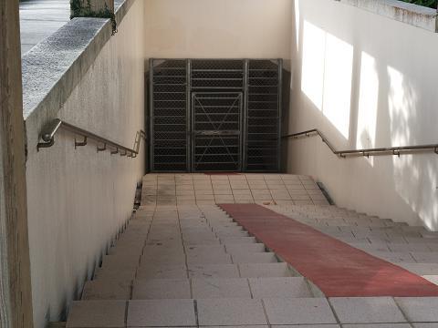 伊波うぶがー 階段
