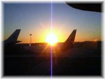 台北空港の夕日