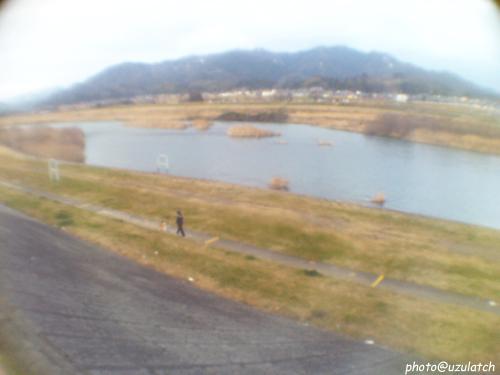 河原で散歩