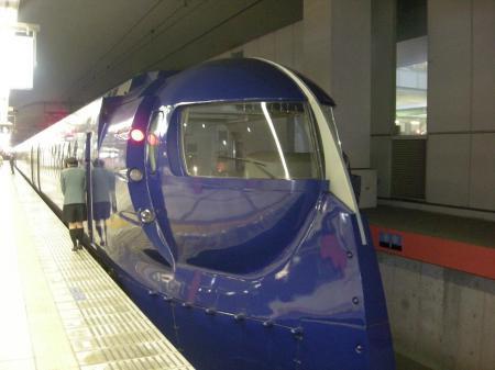 関西空港駅のラピート正面