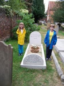お墓で記念撮影