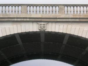 橋の中は三層
