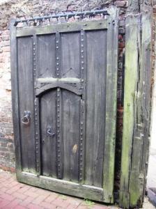 ミューズへの入り口の扉と小扉