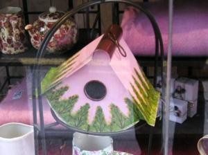 ピンクの鳥の巣
