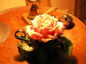 薔薇のランプと間抜けうさぎ