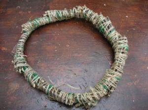しで紐でぐるぐる巻きに。