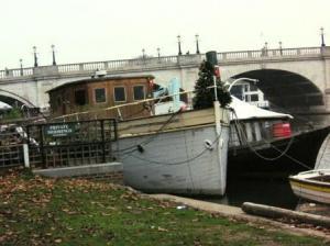 ハウスボートにもクリスマス・トゥリー