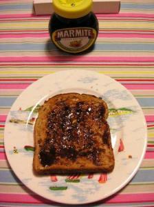マーマイトを塗ったトースト