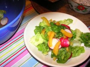 アンチョビドレッシングのサラダ