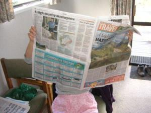 パジャマで新聞