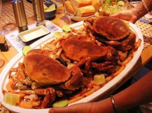蟹が海老や貝とともに