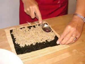 putting rice on nori