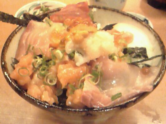 秋やま(900円海鮮丼)