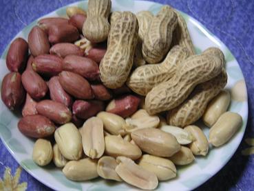 ピーナッツ3種盛り・・・・ありそうでないツマミ! 今日のおつまみ!
