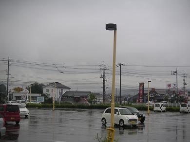 どんよりした空、生温い空気、台風近し!!