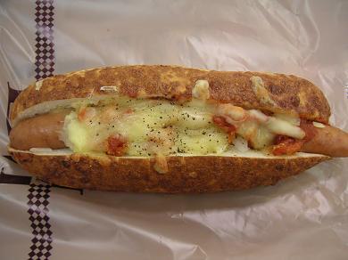 トロ~リチーズと、パリッとはじけるソーセージ!! トマトソースがGood!!です。