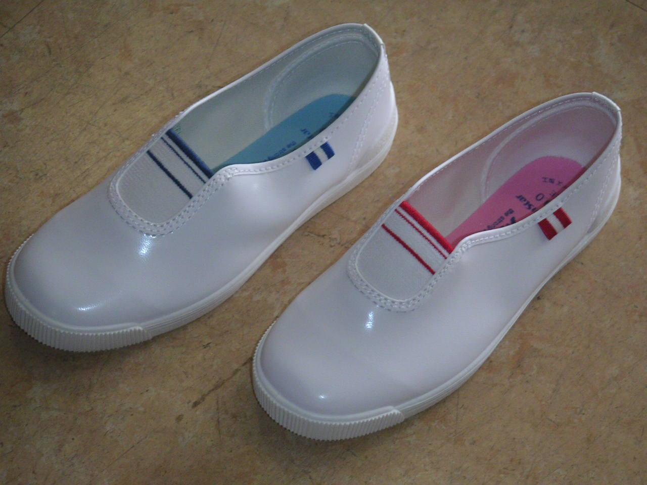 倉敷の小学生(低学年)は今でもこの靴を良く履いています。 全国的に見てもほとんど絶滅しかかっているこのタイプの靴が当店では売れ筋の一つです。
