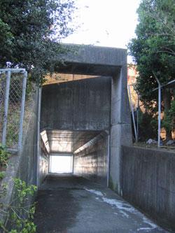 トンネルを抜けると…