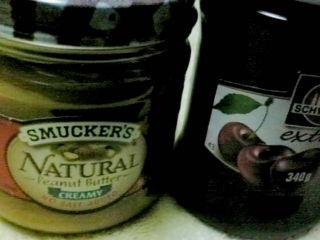 チェリージャムとピーナツバター