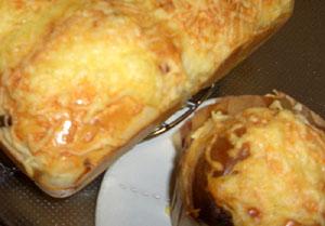 サラミチーズパン