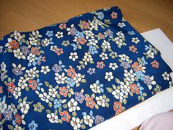 紺色花柄の小紋