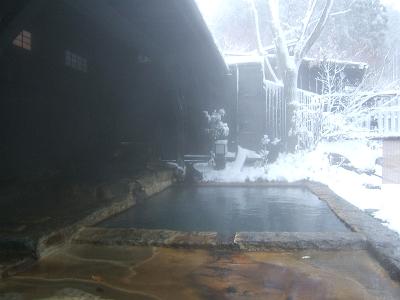 藤もと大浴場・左側・露天風呂