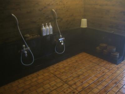 藤もと大浴場・右側・洗い場